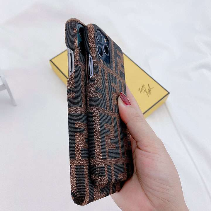 iphone11 fendi カバー